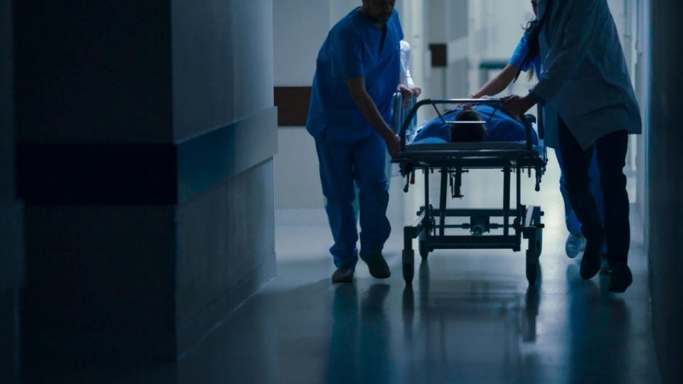 Умерший от коронавируса 24-летний водитель скорой появился в статистике Минздрава