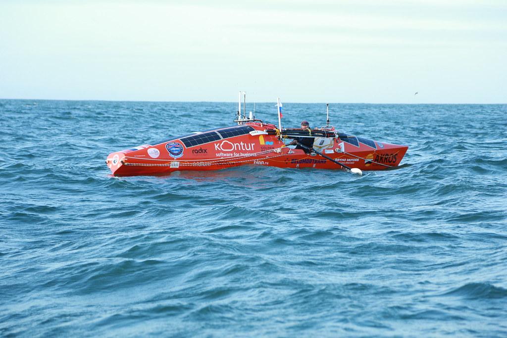 Конюхов первым в мире пересёк Тихий океан на вёсельной лодке