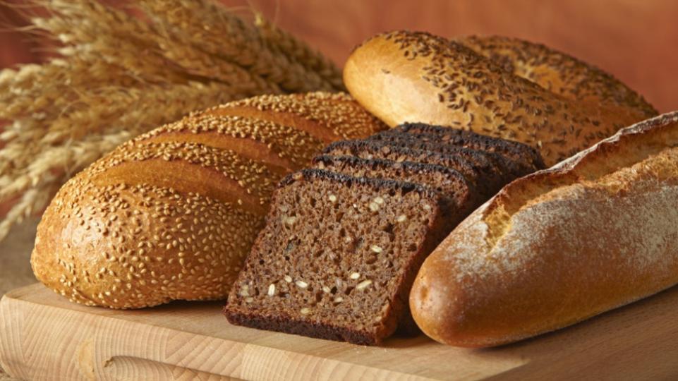 Деньги на хлеб продолжают занимать сотрудники хлебокомбината в Каслях