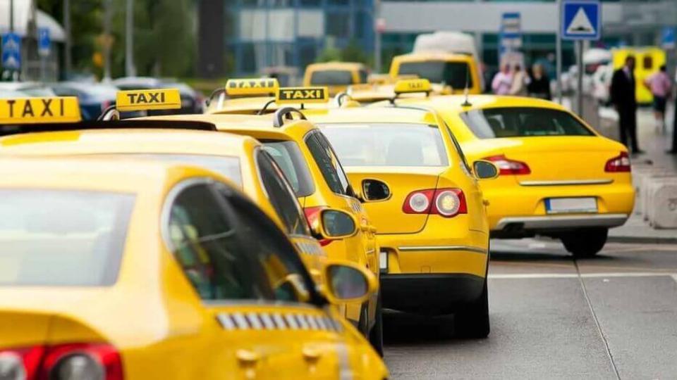 Бывшим преступникам запретят работать водителями такси