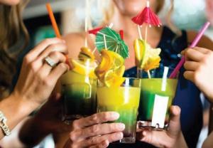 В Челябинске самые дешевые клубные коктейли в России