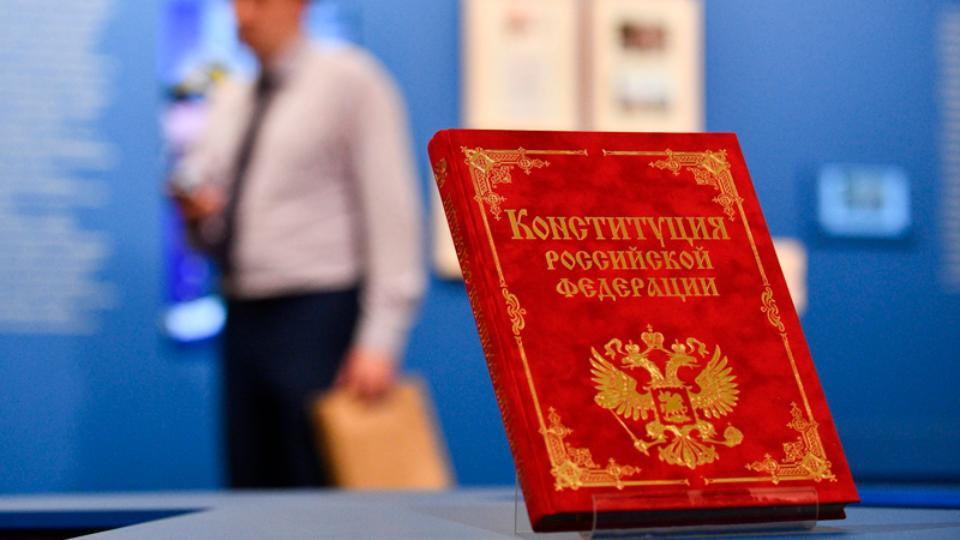 Путин предложил убрать одно слово из Конституции, в статье о сроке президентства
