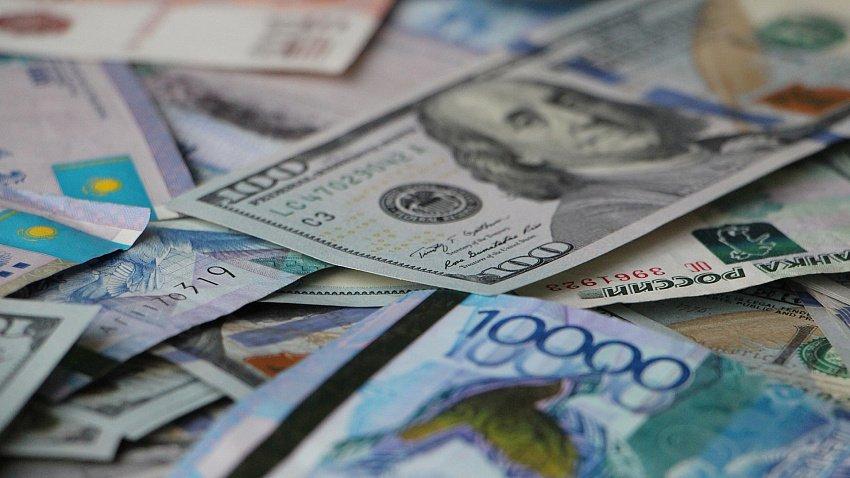 В России курс доллара продолжает расти
