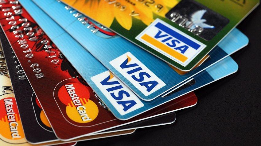 Банковскими картами с истекшим скором действия можно пользоваться до 1 июля