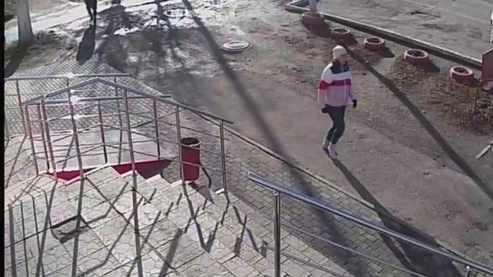 Женщину, укравшую у пенсионеров почти полмиллиона, разыскивают на Южном Урале