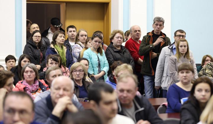 Более сотни дольщиков «Речелстроя» снова пришли к резиденции губернатора