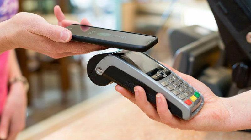Челябинцы совершают 25% платежей с помощью смартфонов