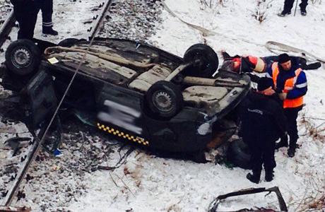 ВЧелябинске машина упала смоста нажелезнодорожные пути