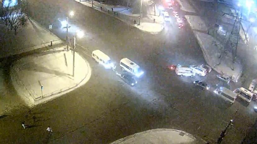 Иностранная машина протаранила скорую вЧелябинске. Пострадал шофёр ВИДЕО