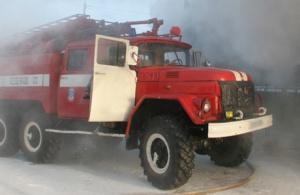 Три машины загорелись во дворе в Челябинске