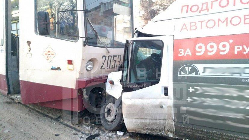 Маршрутка, протаранившая трамвай в Челябинске, была нелегальной