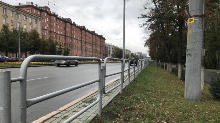 С главной улицы Челябинска могут убрать серые заборы
