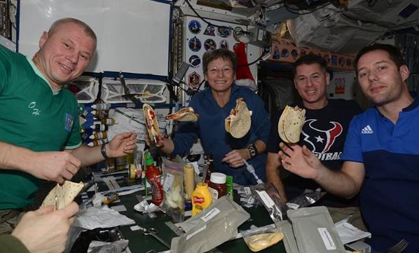 Космонавт Олег Новицкий продемонстрировал быт наМКС через социальная сеть Instagram