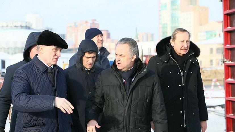 Виталий Мутко посетил стройплощадки конгресс-холлов и проблемный ЖК
