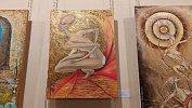 В Челябинском Камерном театре на космических картинах задекорировали откровенные детали