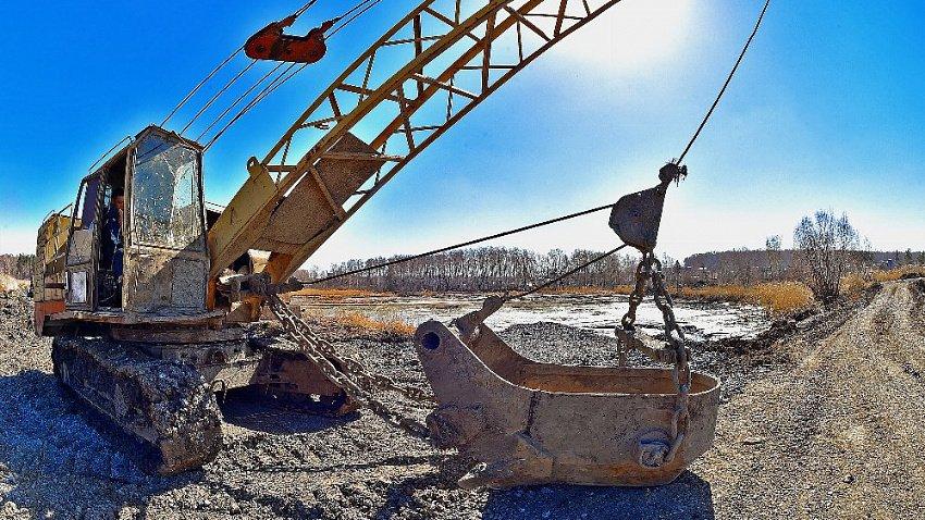 Челябинский металлургический комбинат очищает от донных отложений Каштакские пруды