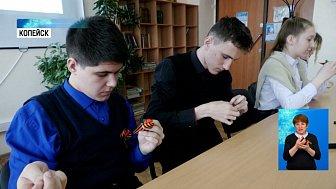 Школьники изготовили Георгиевские ленты
