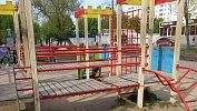 «Ресниц неосталось, гематома наглазу»: двухлетняя девочка покалечилась наигровой площадке вКопейске