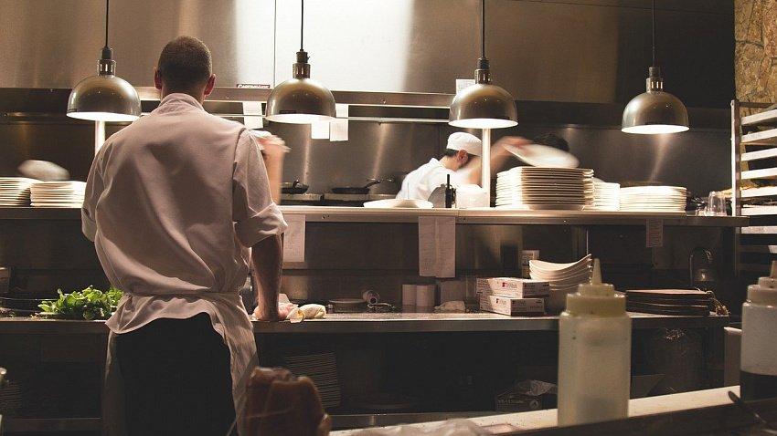 Челябинские рестораны испытывают кадровый голод