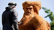 В челябинском сквере «Сад камней» приступили ксозданию скульптур изпеска