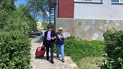 Обручившиеся впрямом эфире пенсионеры изЧелябинска отправились всвадебное путешествие