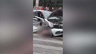 Страшные кадры смертельного ДТП на улице Барбюса