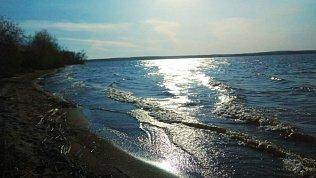 Челябинцам объяснили причины появления белой пены вШершневском водохранилище
