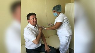 Глава Саткинского района поставил прививку отCOVID-19