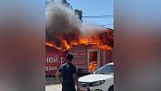 В Челябинске загорелся торговый павильон