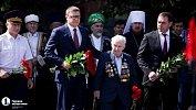 В День памяти и скорби губернатор Алексей Текслер возложил цветы кВечному огню