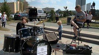 Челябинцы снимают на видео выступления юного барабанщика