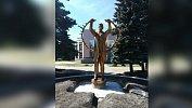 В Челябинске установили памятник подвигу медицинских работников