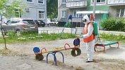 В Челябинске возобновили санитарную обработку дворов и подъездов
