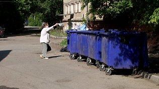 Жители Челябинска пять лет пытаются убрать мусор от детского сада