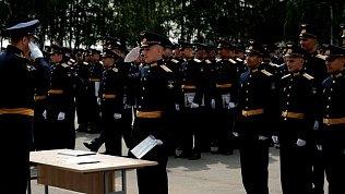 Более двухсот фуражек молодых лейтенантов взлетело в небо на выпускном в ЧВВАКУШе