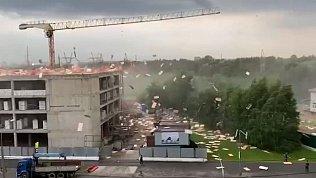 Мощнейший ливень в Москве сняли на видео