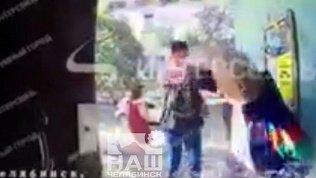 Видеодомофон зафиксировал избиение пенсионера