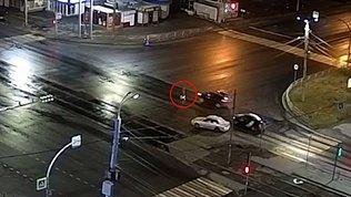 В Челябинске сбили гонщика на электросамокате