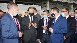 Глава МинпромторгаРФ посетил стенд Челябинской области на«Иннопроме»