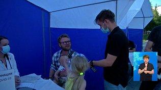 Мобильная бригада ставит прививки на Северо-Западе Челябинска