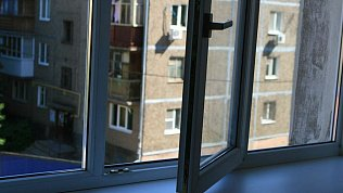 В Чебаркульском районе изокна пятого этажа выпал 9‑летний мальчик