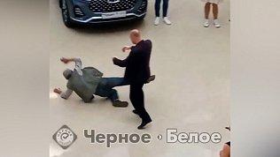 На видео попало грубое обращение охранника ТРК с пенсионером в Магнитогорске