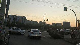 В Челябинске иномарка перевернулась накрышу послеДТП