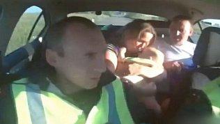 Видео спасения младенца сотрудниками ДПС в Челябинской области