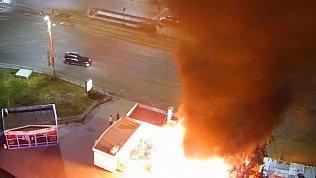 Видео пожара в Челябинске на остановке «Теплотехнический институт»