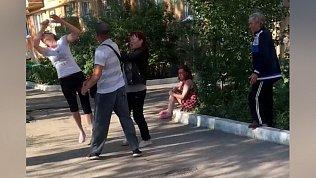 Пьяная драка в посёлке Локомотивный попала на видео