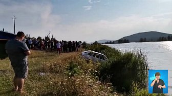 Женщину нашли мёртвой в машине на дне пруда