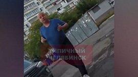 Челябинец вымогает деньги у соседей за парковку во дворе