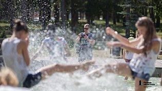 Избежать перегрева вжаркую погоду помогут питьевой режим и прохладный душ