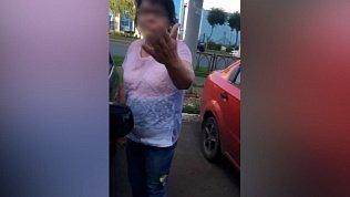 Инструктор автошколы снял на видео, как его курсантку «покрыли матом» на парковке в Магнитогорске
